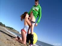 Скриншот для Развратная пара устраивает порно на пляже