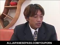 Скриншот для Симпотная секретарся азиатка играется с членом хозяина