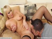 Скриншот для Зрелая блондинка в экстазе от секса
