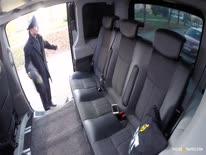 Скриншот для Водила дрючит в машине знойную блондинку