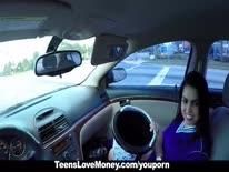 Скриншот для Жопастую латинку прут в машине за деньги