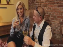 Скриншот для Помог блондинке донести сумки и трахнул ее