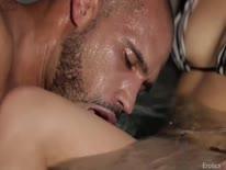 Скриншот для Мужик ласкает сексуальную блондинку и делает ей кунилингус