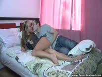 Скриншот для Чел раскрутил 18 летнюю девку на секс и страстно ее трахнул