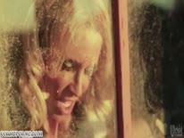 Скриншот для Гламурные секси бабенки катаются на толстом болте