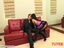 Скриншот для Пошлые азиаточки дрючатся с мужиком