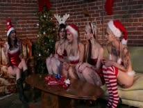 Скриншот для Новогодняя групповуха лесбияночек
