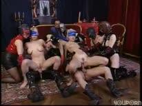 Скриншот для Фетишисты с костюмах из латекса устроили групповое порно
