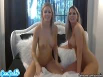 Скриншот для Сисястые лесбиянки ласкают друг друга перед камерой
