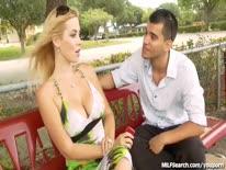 Скриншот для Пикапер соблазнил грудастую блонди в парке