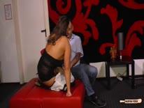 Скриншот для Трахнул перед камерой сисястую проститутку