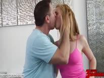 Скриншот для Блондинка с большой грудью глубоко сосет и дает в киску