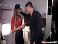 Скриншот для Пассажир жестко трахнул стюардессу в самолете