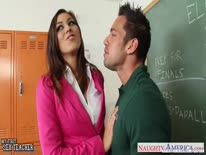 Скриншот для Преподаватели устроили оргию после занятий в кабинете