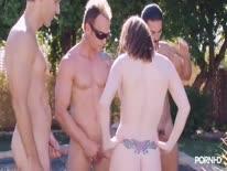 Скриншот для Групповое порно с красотками у бассейна