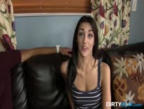 Скриншот для Молодая подружка отрывается на толстом пенисе бойфренда