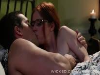 Скриншот для Симпотная рыжая женушка занялась с мужим сексом перед сном