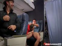 Скриншот для Сисястую стйярдессу прут в самолете