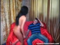 Скриншот для Молодая брюнетка насмотрелась порнухе и раскрутила парня на секс