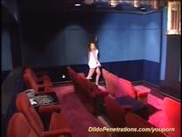 Скриншот для Брюнетка с растянутой вагиной трахается на супер огромном страпоне